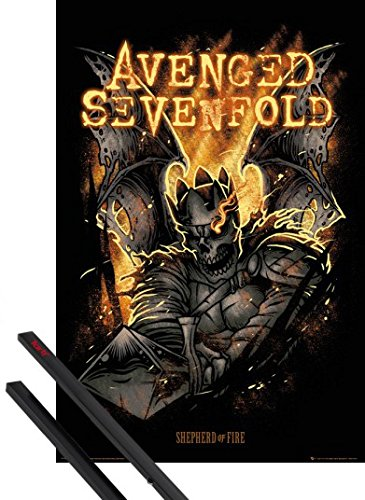 Poster + Sospensione : Avenged Sevenfold Poster Stampa (91x61 cm) Sheperd Of Fire e Coppia di barre porta poster nere 1art1®