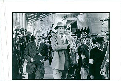 vintage-foto-de-una-escena-de-la-pelicula-la-lista-de-schindler-fundicion-por-liam-neeson