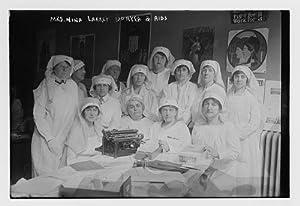 Photo: Mrs. Nina Larrey Duryea & aids,women nurses,typewriter,table,Bain News Service