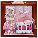 """Selbstgemachtes Geschenk: Niedliches 3D Wandbild """"Babyzimmer - Baby Bedroom"""" als DEKO-Kreativset (Bastelset) mit Kinderbett, Kleidchen, R�ckchen, Kleiderst�nder, Fenster uvm.von """"Hongda"""""""