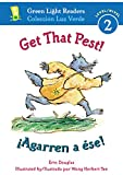 img - for Get That Pest!/ Agarren a  se! (Green Light Readers Level 2) (Spanish and English Edition) book / textbook / text book