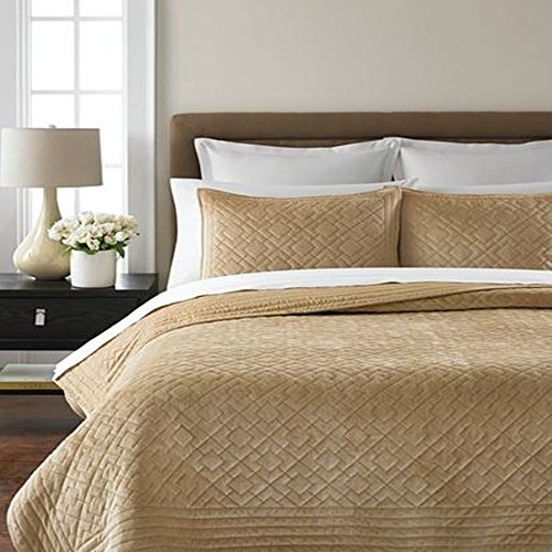 Martha Stewart Collection Diamond Plush Camel Full/Queen Quilt