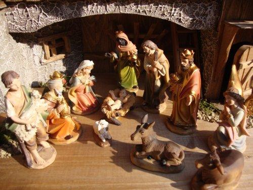BTV Lot de 12 figurines pour crèche de Noël Taille 11 cm