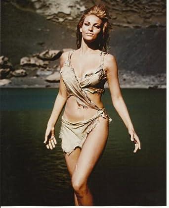 Raquel Welch Sexy in Bikini One Million Years B.C. 8x10 Photo walking