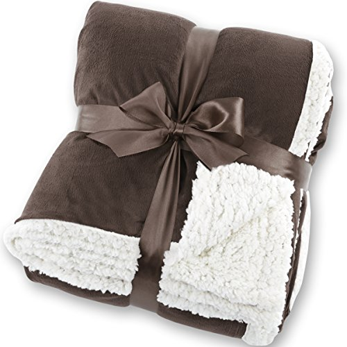 xxl kuscheldecke in lammfelloptik auf. Black Bedroom Furniture Sets. Home Design Ideas