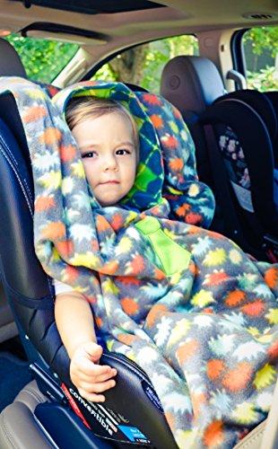 boys traveling car seat poncho reversible warm blanket safe use over seat belts apparel. Black Bedroom Furniture Sets. Home Design Ideas