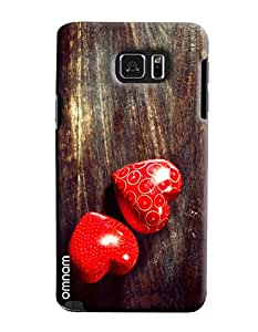 Omnam Red Heart Lying On Wood Effect Printed Designer Back Cover Case For Samsung Galaxy Note 5