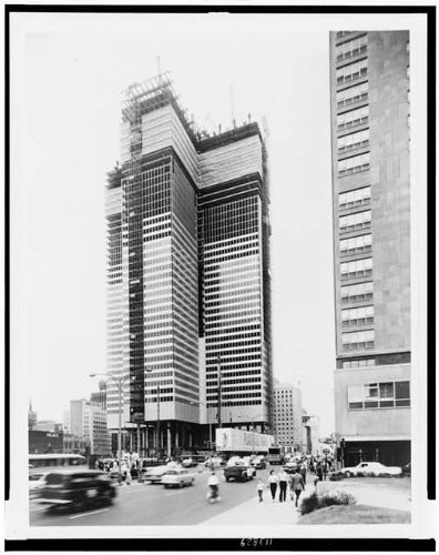 photo-royal-bank-of-canada-building-in-montreal-under-constructionjuly-121961