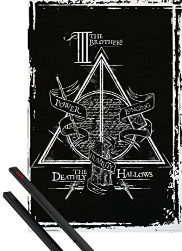 Poster + Sospensione : Harry Potter Poster Stampa (91x61 cm) Deathly Hallows Graphic e Coppia di barre porta poster nere 1art1®