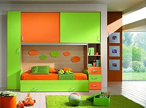 Cameretta a ponte arancio e verde con doppio letto