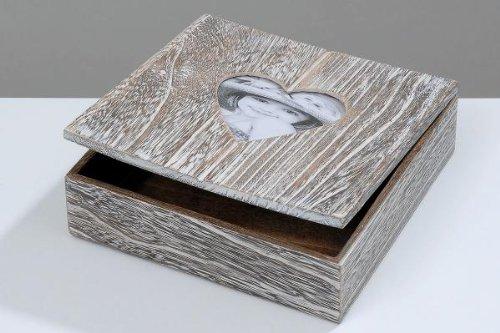 Geschenkbox mit Herzausschnitt, Holz, Truhe, Aufbewahrungsbox, (Laenge/Breite/Höhe: 20x20x6 cm)