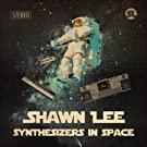 Shawn Lee mit Synthesizers in Space