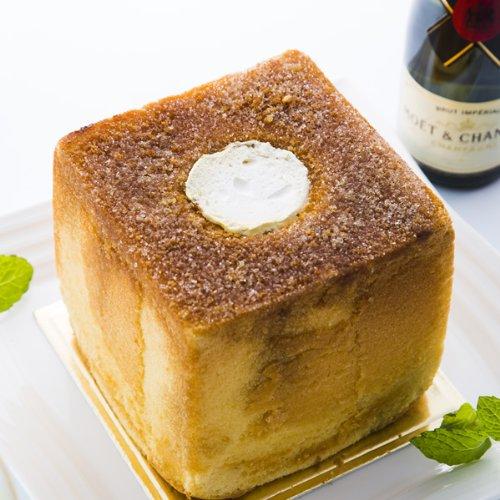クリームをたっぷり包んだシフォンケーキ「ガレ・シャルモン」