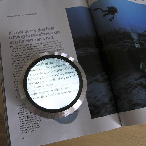 OPTICAL GLASS WITH ALUMINUM BASE LED LIGHTED MAGNIFIER PAPERWEIGHT WITH 4X MAGNIFICATION