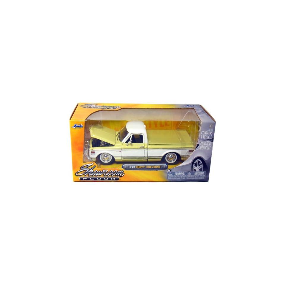 1972 Chevy Cheyenne Pickup Truck 124 Scale (Yellow/White