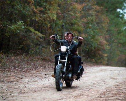 ブロマイド写真★海外ドラマ『ウォーキング・デッド』バイクに乗るダリル&キャロル/ダリル(ノーマン・リーダス)、キャロル(メリッサ・マクブライド)