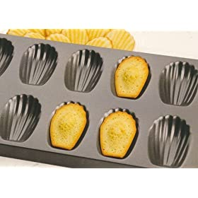 Chicago Metallic 12-Cup Nonstick Madeleine Pan