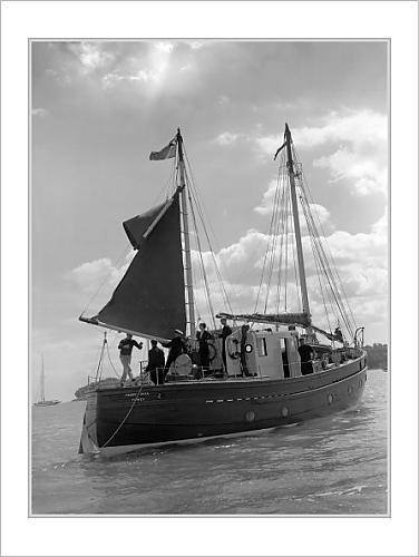 mounted-prints-of-royalty-princess-elizabeth-and-duke-of-edinburgh-watching-yacht-racing-cowes