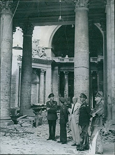 vintage-photo-of-among-the-visitors-to-the-ruined-berlin-reichstag-can-be-recognised-field-marshall-