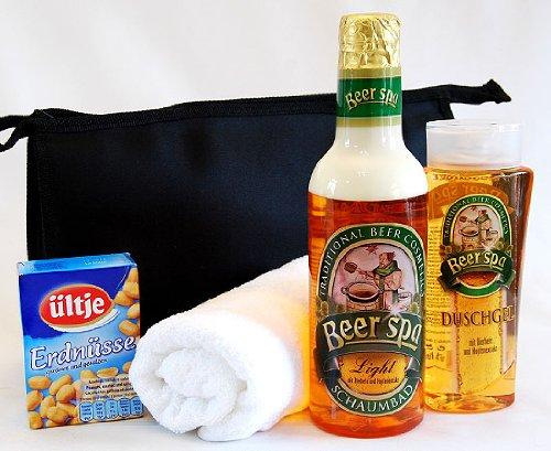 Bierduschgel und Bierschaumbad mit Waschtasche und Handtuch