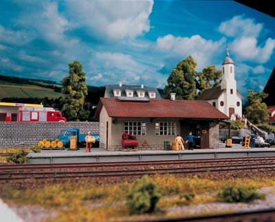 BURGSTEIN GOODS DEPOT - PIKO HO SCALE MODEL TRAIN BUILDING 61824