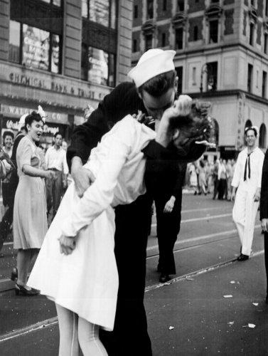 Bacio la guerra addio il bacio 50,8x 76,2cm Stampa Artistica Su Tela incorniciato e pronto da appendere