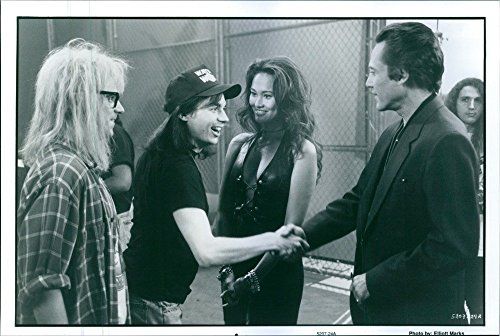 vintage-photo-of-a-photo-of-dana-carvey-as-garth-algar-mike-myers-as-wayne-campbell-tia-carrere-as-c