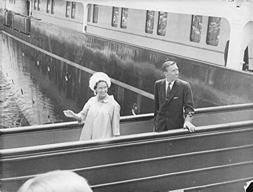 vintage-photo-of-princess-margaret-and-lord-snowdon-disembarking-the-royal-yacht-hms-britannia-on-re