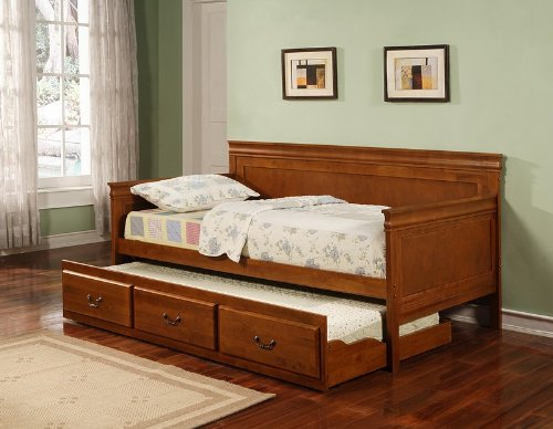 Traditional Style Oak Finish Daybed with Trundle