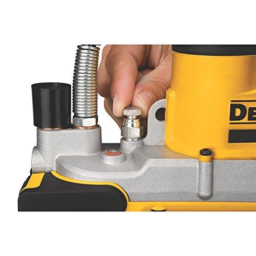 DEWALT-DCGG571M1-20-volt-MAX-Lithium-Ion-Grease-Gun
