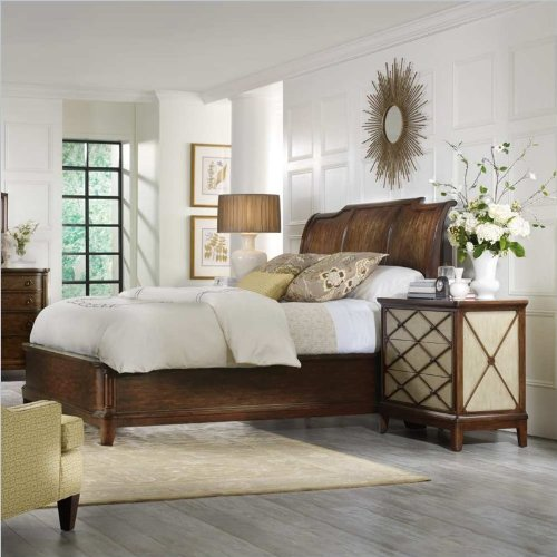 Bachelor Chests Bedroom front-403923