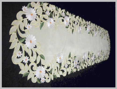 "Daisy Yellow Celery Table Runner, 14""*28"", Or Clicking ""5 New"" For Other Sizes front-504474"