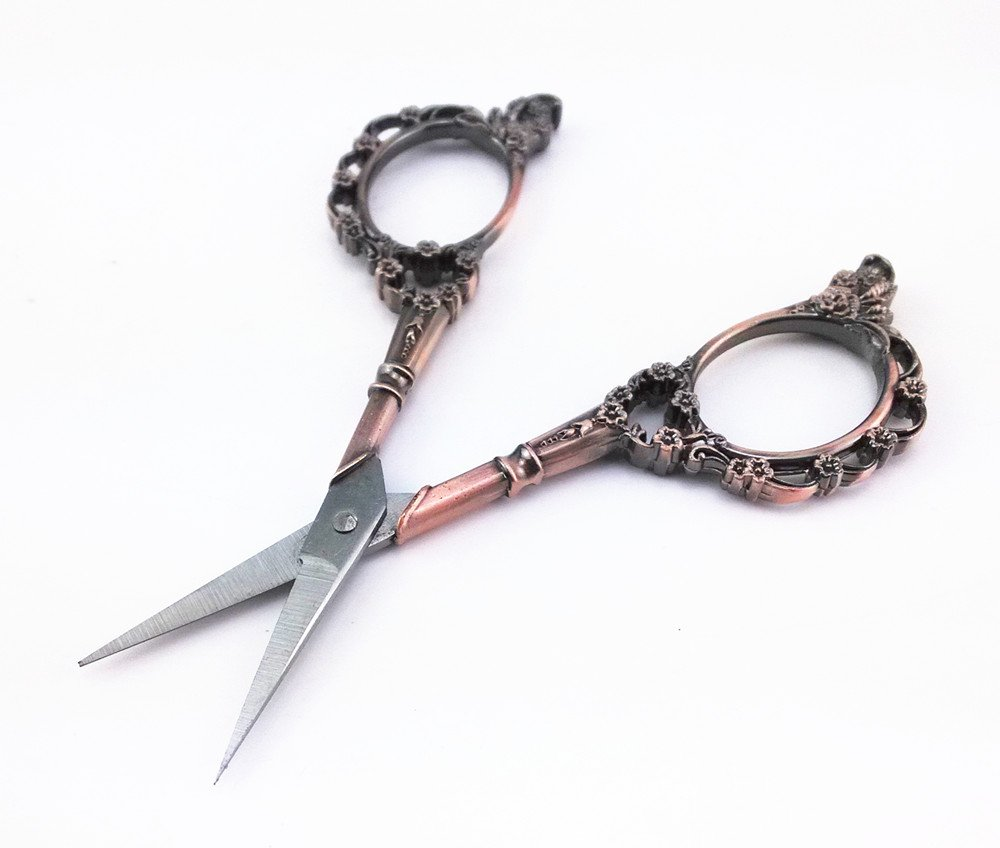 Yueton Vintage European Style Plum Blossom Needlework Embroidery Scissors (Copper) 3
