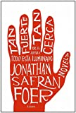 img - for Tan Fuerte, Tan Cerca / Extremely Loud & Incredibly Close (Spanish Edition) book / textbook / text book