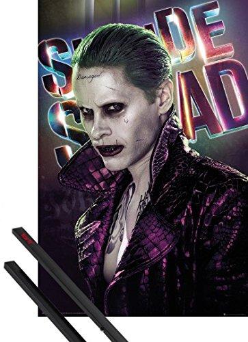 Poster + Sospensione : Suicide Squad Poster Stampa (91x61 cm) Joker E Coppia Di Barre Porta Poster Nere 1art1®