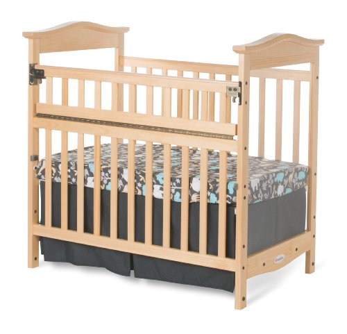 Foundations Worldwide The Princeton Clear Choice Mini Crib with Safereach Side, Natural