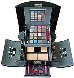 49-teiliges Make-up Set von Gloss in tollem Schminkkoffer! Sie erhalten 49 verschiedene kosmetische Produkte und Zubehör in 1 Set. Sie bekommen 20 Lidschatten, 4 Blush, 2 Puder, 6 Lipgloss, 5 Lippenstifte, 4 Nagellacke, 1 Augenstift, 1 Liplin...