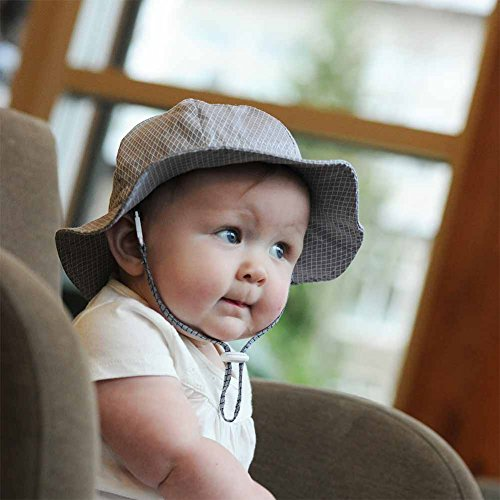 This baby sun hat with chin strap is a must for all well-dressed summer babies. Extra long 3 1/2