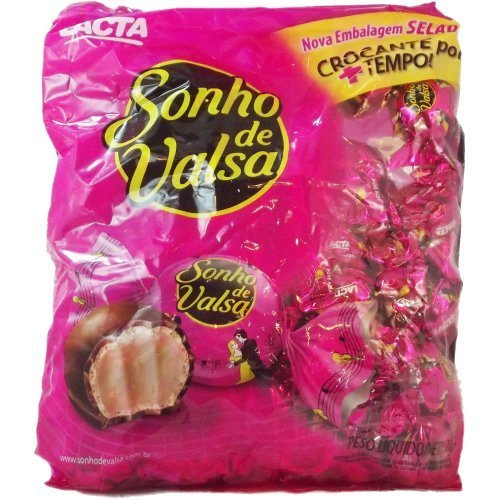 bonbon-stuffed-w-cashew-cream-covered-w-chocolate-bombom-recheado-c-creme-de-caju-coberto-c-chocolat