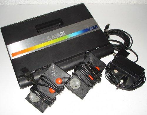 atari-7800-konsole-gerat-schwarz-atari-z2-3-lose