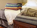 Los foulards multiusos son la solución más sencilla para proteger el sofás, sobre todo si se trata de un sofá de tamaños no estándar, o simplemente porque no se le acoplan los otros tipos de fundas debido a la complejidad de las formas del sofá. Comp...