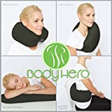 Body Hero ネックピロー , 多様自在なトラベルピロー 横向き・首枕・うつ伏せ・仰向け寝用、 発砲ビーズ、ポリエステルストラップ付ネックピロー。 腰椎サポート。 調節可能なストラップ、抗菌/洗えるカバー。 快適で携帯しやすい!