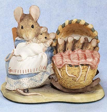 Beatrix Potter Miniature Figurine - Hunca Munca And The Babies (271756) front-301670