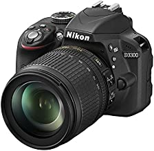 Nikon D3300 Kit Fotocamera Reflex Digitale con Obiettivo Nikkor 18/105VR, 24.2 Megapixel, LCD 3 Pollici, SD 8GB 200x Premium Lexar, Nero [Nital card: 4 anni di garanzia]