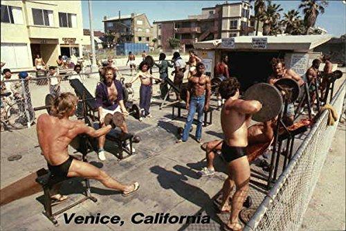Muscle-Beach-an-Outdoor-Weightlifting-Area-Along-Ocean-Front-Walk-Original-Vintage-Postcard