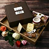 Assortment of Romantic Cheeses in Gift Box (30.5 ounce)