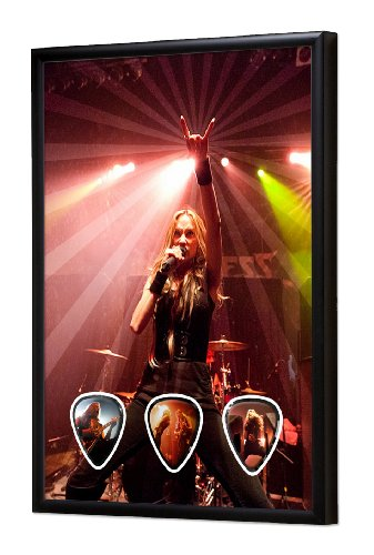 Huntress (DW) Live Performance Framed Chitarra Plettro Display