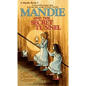 Mandie and the Secret Tunnel (Mandie, Book 1)