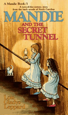 Mandie And The Secret Tunnel (Mandie, Book 1) front-240762
