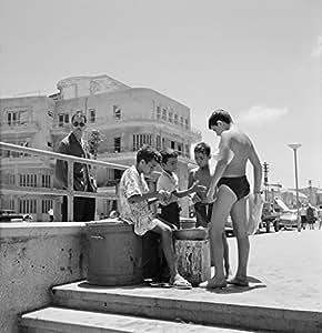 Amazon.com: POSTER A3 Nederland Jongens eten op het strand van Tel